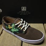 The Globe Motley comes in with a bit of that Hawaiian print flair in this latest color way.